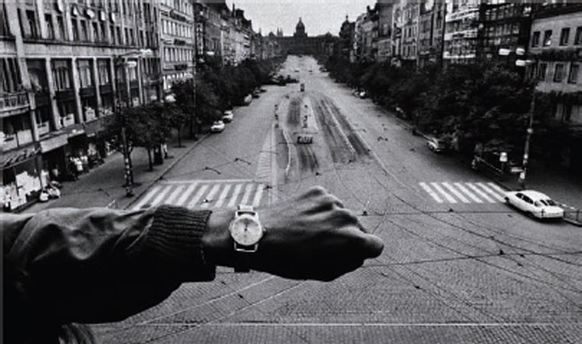 <small><small>Josef Koudelka, Invasion, Prague, 1968. Collection Centre Pompidou, Paris © Josef Koudelka / Magnum Photos © Centre Pompidou / Dist. RMN-GP</small></small>