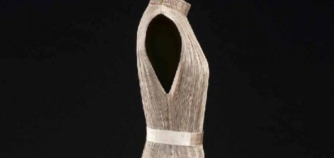 "Mariano Fortuny, robe ""Delphos"", vers 1919-1920. Collection Palais Galliera, musée de la Mode la Ville de Paris. © Stéphane Piera/ Galliera / Roger-Viollet"